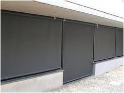 store vertical extérieur
